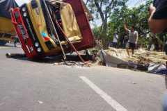 Polisi tangani kecelakaan truk terguling timpa pemotor hingga tewas